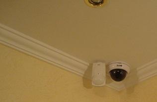 купольная видеокамера размещенная в углу